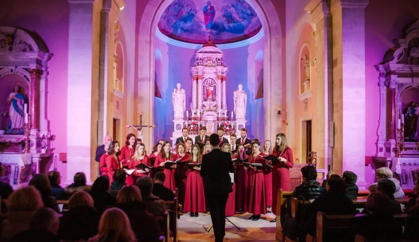 Akademski Zbor Bazilike Srca Isusova Palma Pjevao U Crkvi Sv